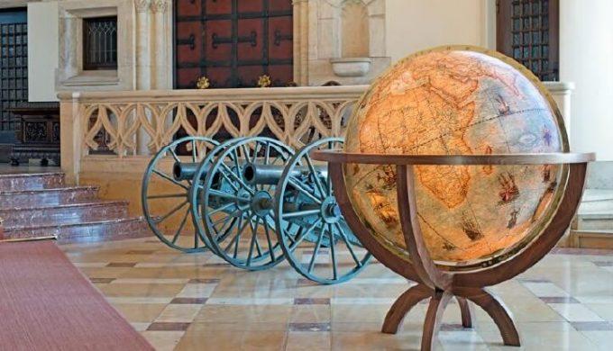Globe antique